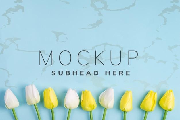 青色の背景に素晴らしい春のチューリップの花、フラットコピースペースを置く Premium Psd