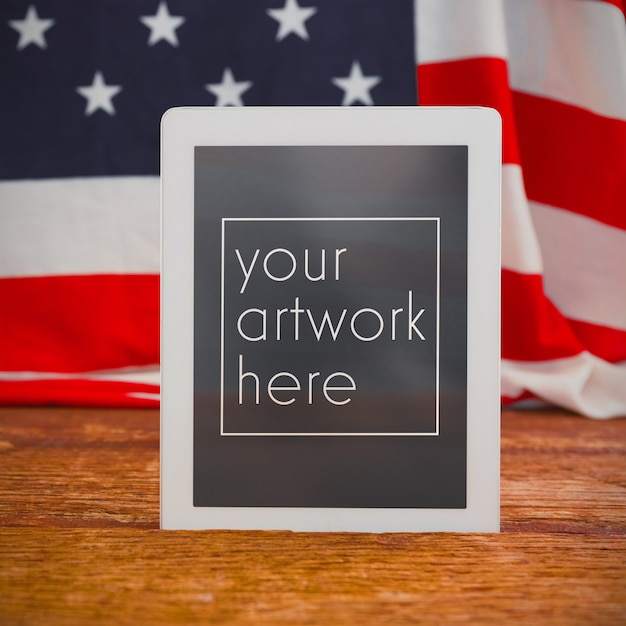 Американский флаг и цифровой планшетный макет Premium Psd