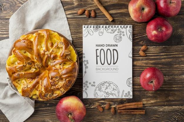 Яблочный пирог на столе Бесплатные Psd