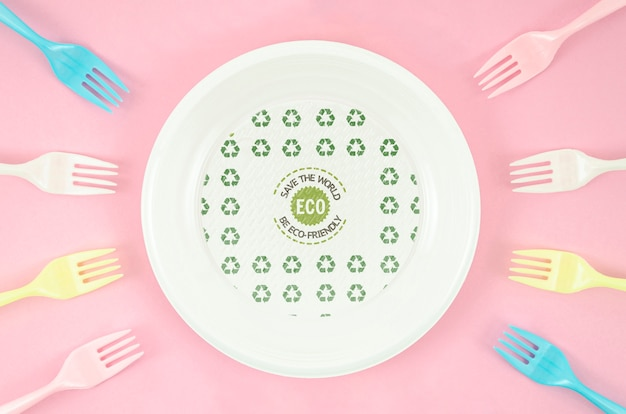Arrangement of eco-friendly forks and plate Free Psd