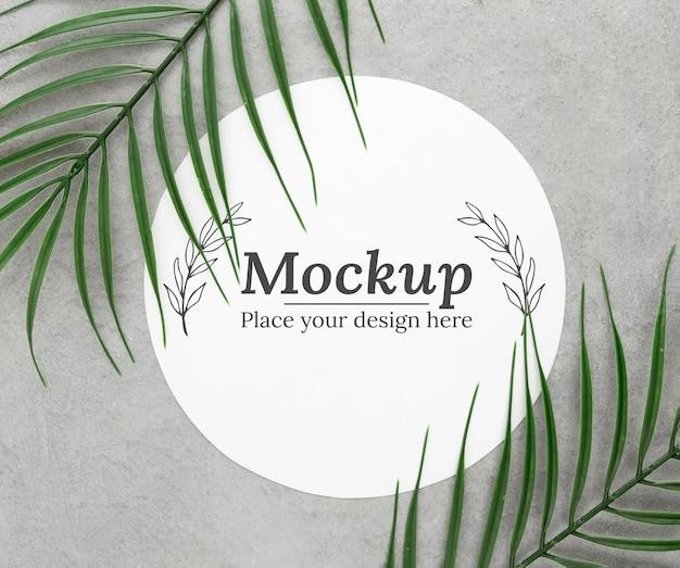 モックアップと緑の葉の配置 無料 Psd