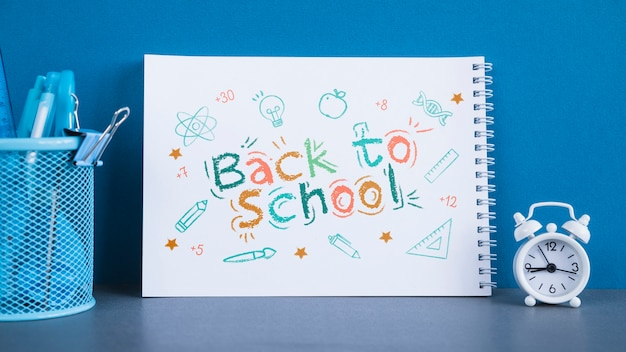 Arrangement with back to school lettering on notebook Free Psd