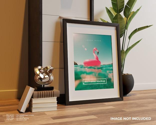 찬장에 기대어 바닥에 아트 프레임 포스터 모형 무료 PSD 파일