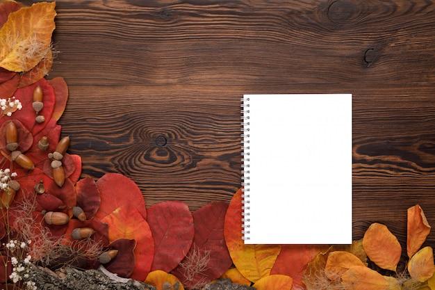 紅葉、クッキー、紙のノート Premium Psd