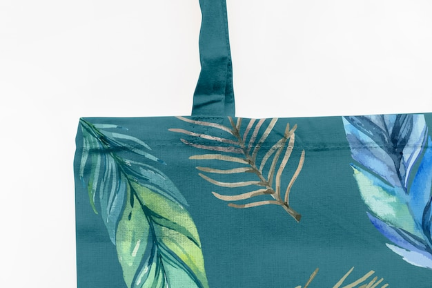 Bag mockup with tropical flowers concept Free Psd