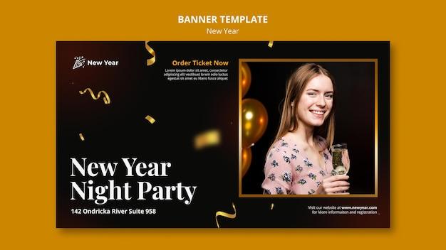 Шаблон баннера для новогодней вечеринки с женщиной и конфетти Бесплатные Psd
