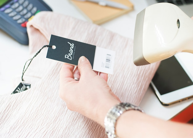 Barcode scanner is scanning the price tag Free Psd