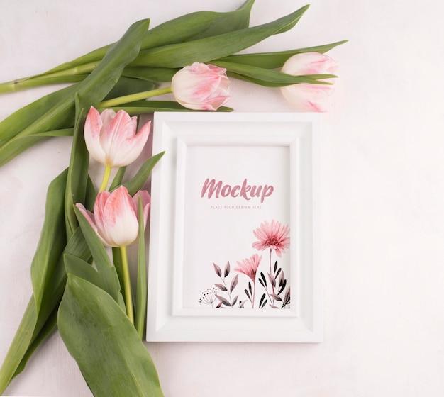 美しい花のコンセプトのモックアップ 無料 Psd