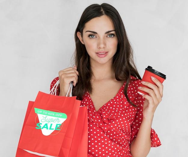 買い物袋を持つ美しい女性 無料 Psd