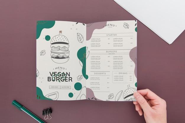 Bifold brochure concept mock-up Free Psd