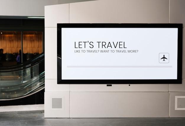 Mockup del tabellone per le affissioni vicino ad una scala mobile ad una stazione ferroviaria Psd Gratuite