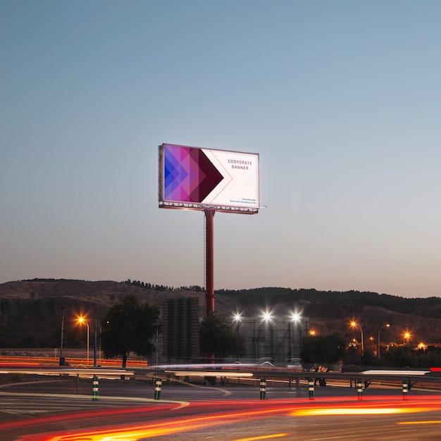Modello di tabellone per le affissioni sul cielo al tramonto Psd Gratuite