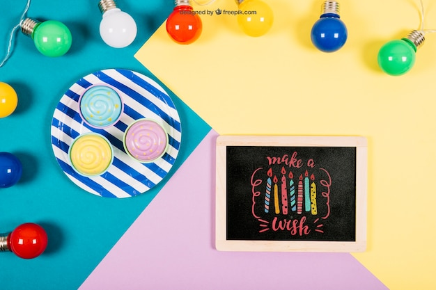 Birthday mockup with slate and colorful bubls Free Psd