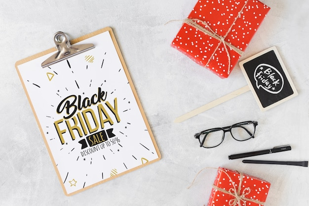 Black friday mockup with clipboard Free Psd
