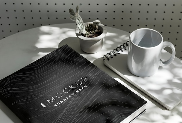 Black textbook cover mockup on a table Premium Psd