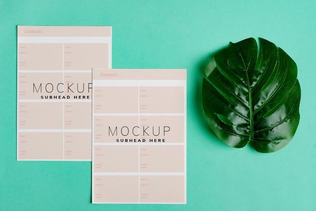 Пустой макет две бумажные брошюры для вашего дизайна Premium Psd
