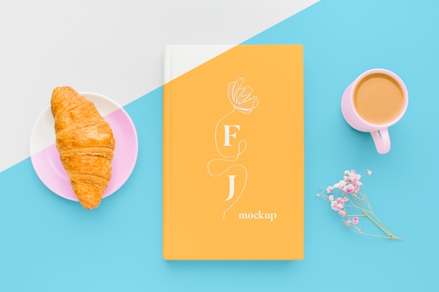 Book cover mock-up assortment with cup of coffee and croissant Free Psd