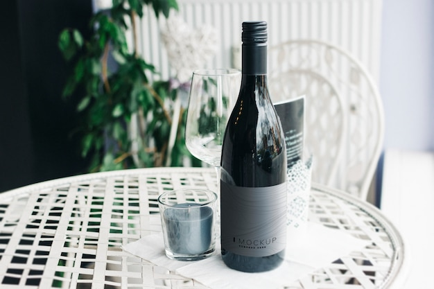 Bottle of wine mockup on a table Premium Psd