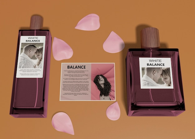 Bottles of perfume beside descriptive card Free Psd
