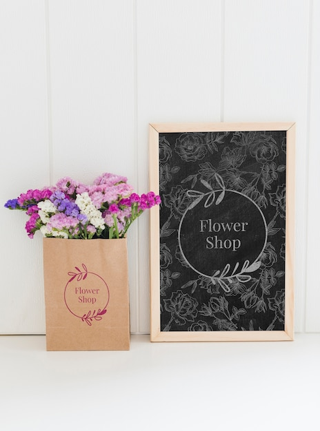 Bouquet of flowers in a paper bag mock-up Free Psd