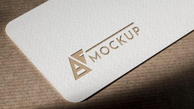 Branding identità biglietto da visita mock-up su sfondo marrone Psd Gratuite