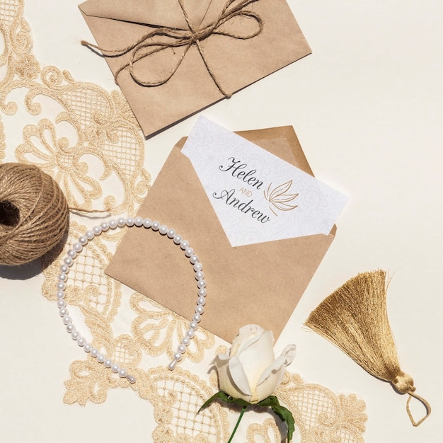 Brown paper envelopes with flowers and pearls Free Psd
