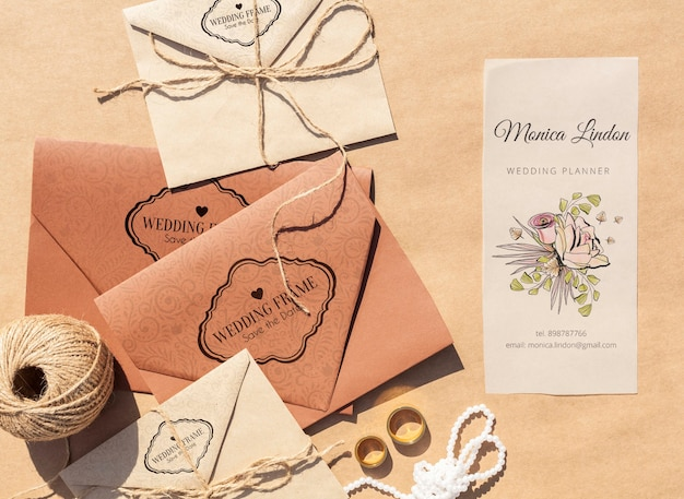 Brown paper envelopes with wedding invitations Free Psd