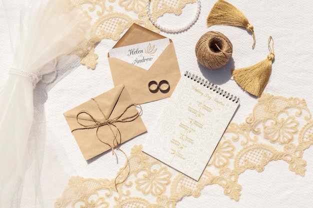Brown paper envelopes with wedding rings Free Psd