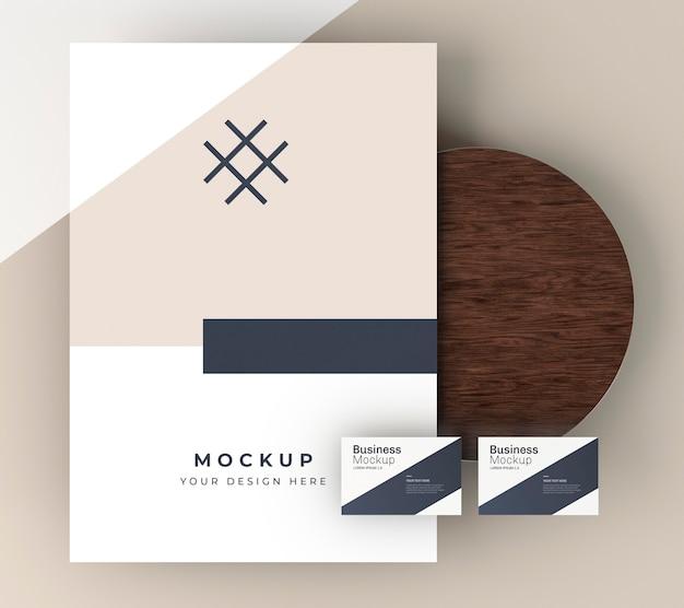 Макет визитной карточки на деревянной доске Premium Psd