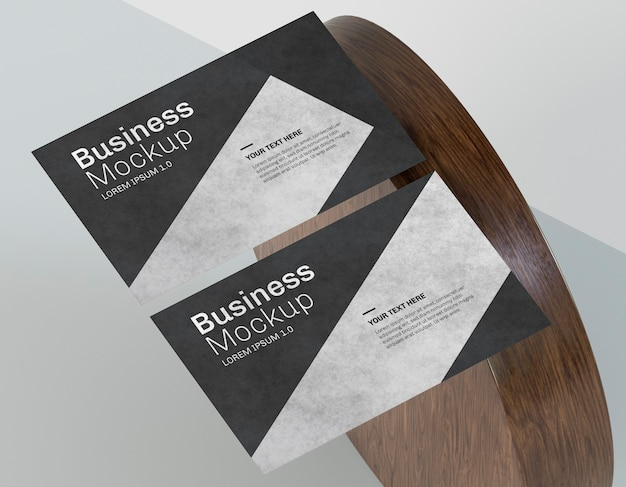 Business card mock-up and wooden shape Premium Psd