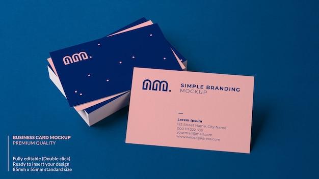 카드 더미에 쉬고 명함 모형 프리미엄 PSD 파일