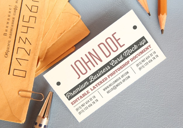 Business card mockup template with envelops on background with pencils Premium Psd