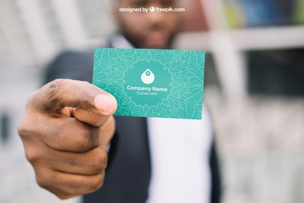 Макет визитной карточки с размытым бизнесменом Бесплатные Psd