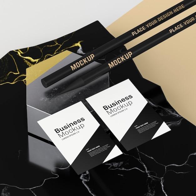 명함 모형 및 연필 프리미엄 PSD 파일