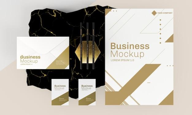 Макет визиток в золотых и белых тонах Premium Psd