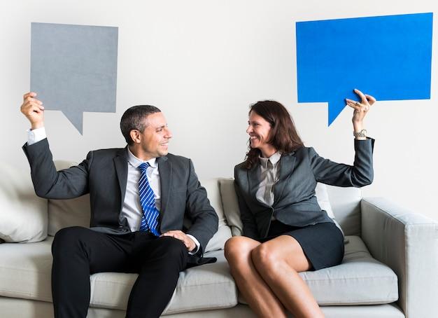 Business couple with speech bubbles Premium Psd