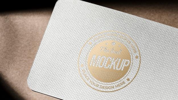表面が粗い名刺カードのモックアップ 無料 Psd