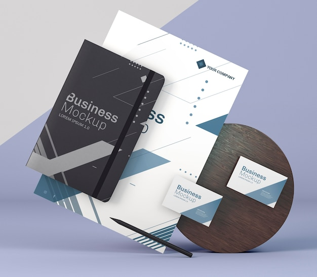 비즈니스 문구 모형 및 나무 보드 무료 PSD 파일