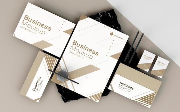 Макет бизнес-канцелярских товаров в бело-коричневых тонах Premium Psd