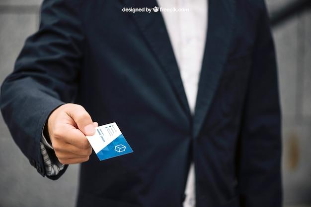 Бизнесмен, давая макет визитной карточки Бесплатные Psd