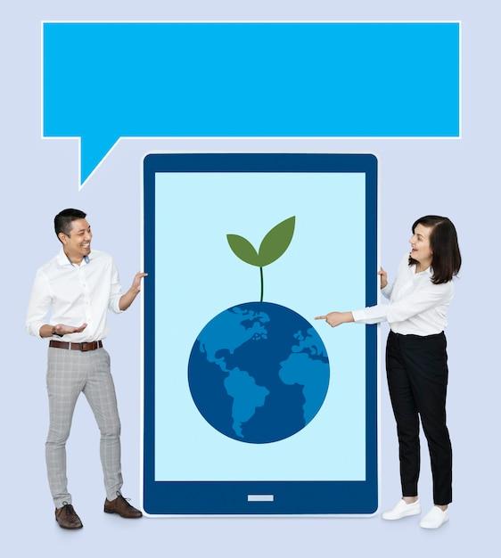 Businesspeople presenting eco concept Premium Psd