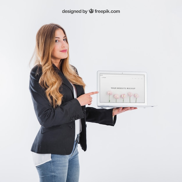 Businesswoman presenting tablet Free Psd