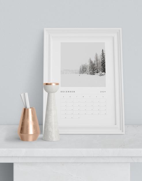 Календарь в рамке на столе Бесплатные Psd