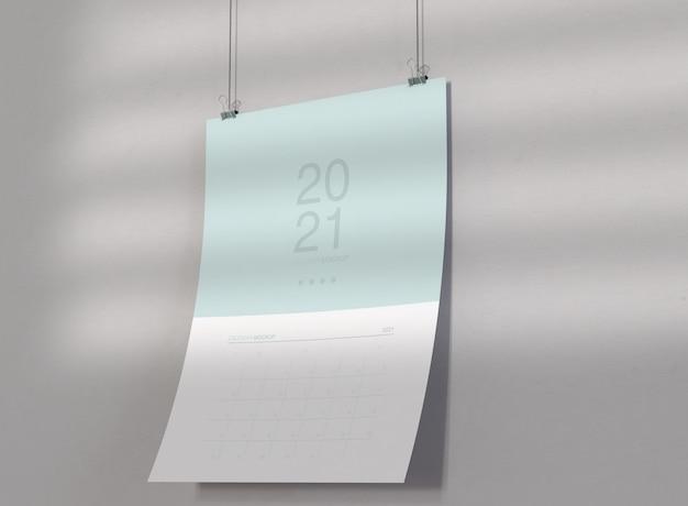 壁に掛かっているカレンダーのモックアップ 無料 Psd