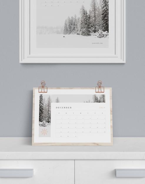 Календарь на шкафу и роспись сверху Бесплатные Psd