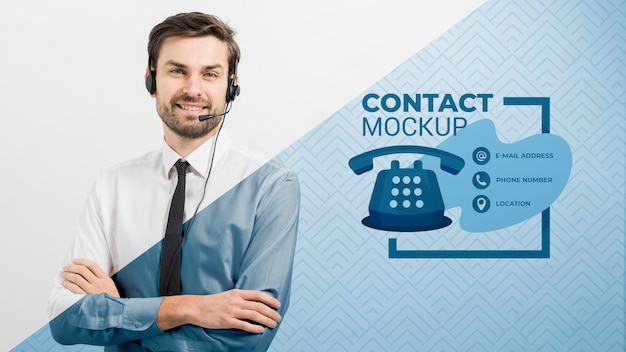 Call center operator wearing headphones with microphone Free Psd