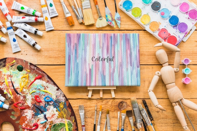 Canvas mockup with paint materials Free Psd