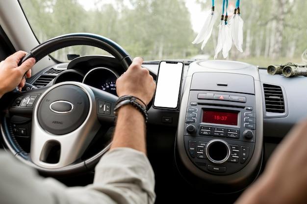 車の旅のコンセプトのモックアップ 無料 Psd