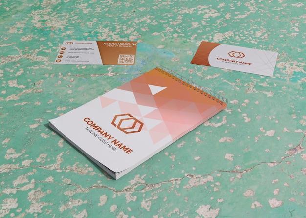 카드 및 메모장 브랜드 회사 비즈니스 모형 종이 무료 PSD 파일