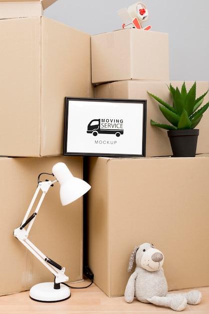 Scatole di cartone pronte per essere spostate con mock-up Psd Gratuite